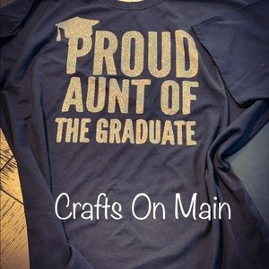 "Adult T-shirt ""Proud Aunt of the Graduate"""